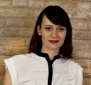 Porträt von Dipl. Psychologin Katja Hosp entnommen von http://www.berlin-verhaltenstherapie.com/files/wetzel_theme/Portraits/Hosp_8938_web.jpg